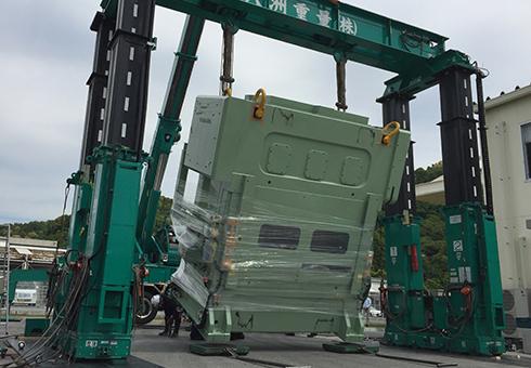 オプションの横行動作やかさ上げ台の採用により、通常クレーン使用では作業不可能な現場に対応します。