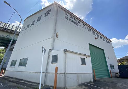 各機械メーカー様、ユーザー様の機械一時保管場所として倉庫を保有しております。2.9t天井クレーンあり。倉庫面積は約80坪。