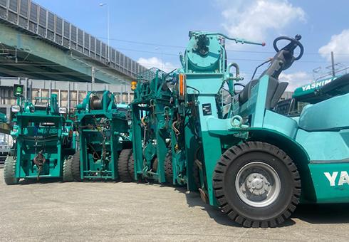 ウインチとは巻上げ機とも呼ばれ、重量物の引っ張り作業などに使用します。